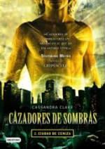 Portada del libro Cazadores de sombras 2: Ciudad de ceniza